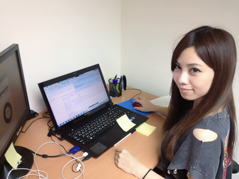 Keriel from Resume Companion working with LiveChat