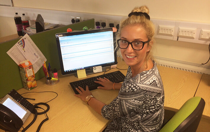 Charlotte using LiveChat at Direct365