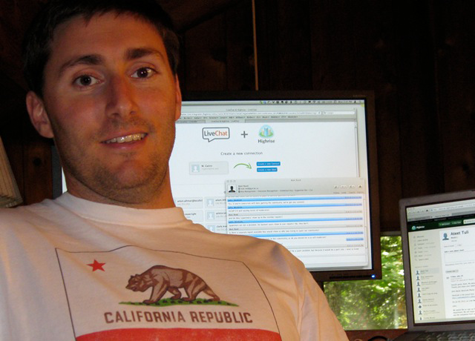 IdeaScale employee using LiveChat