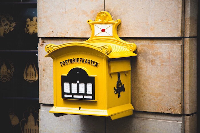 yellow mailbox german