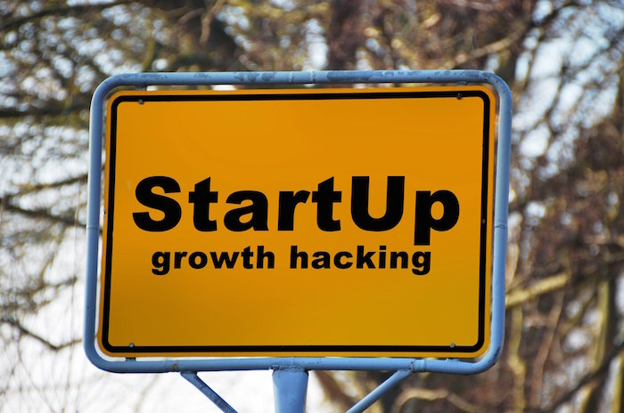 startup growth hacking sign